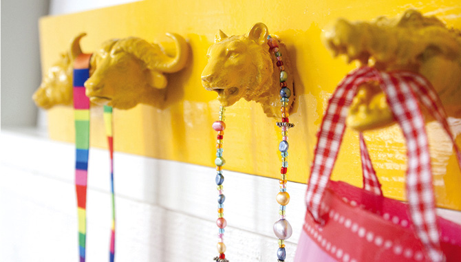 Plastic animals DIY - jewelry holder