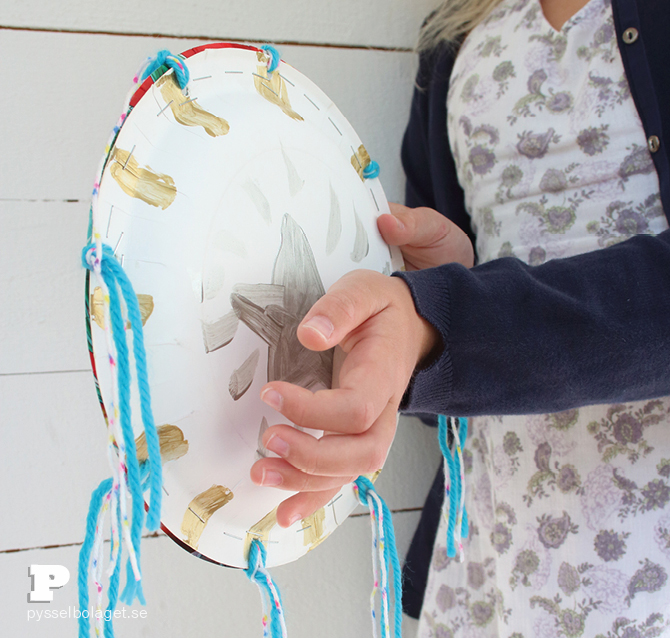 Paper plate maracas PB aug 2014 8 & Paper Plate Maracas - Pysselbolaget - Fun Easy Crafts for Kids and ...