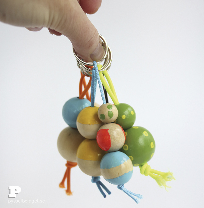 Wood bead keyrings PB 20145
