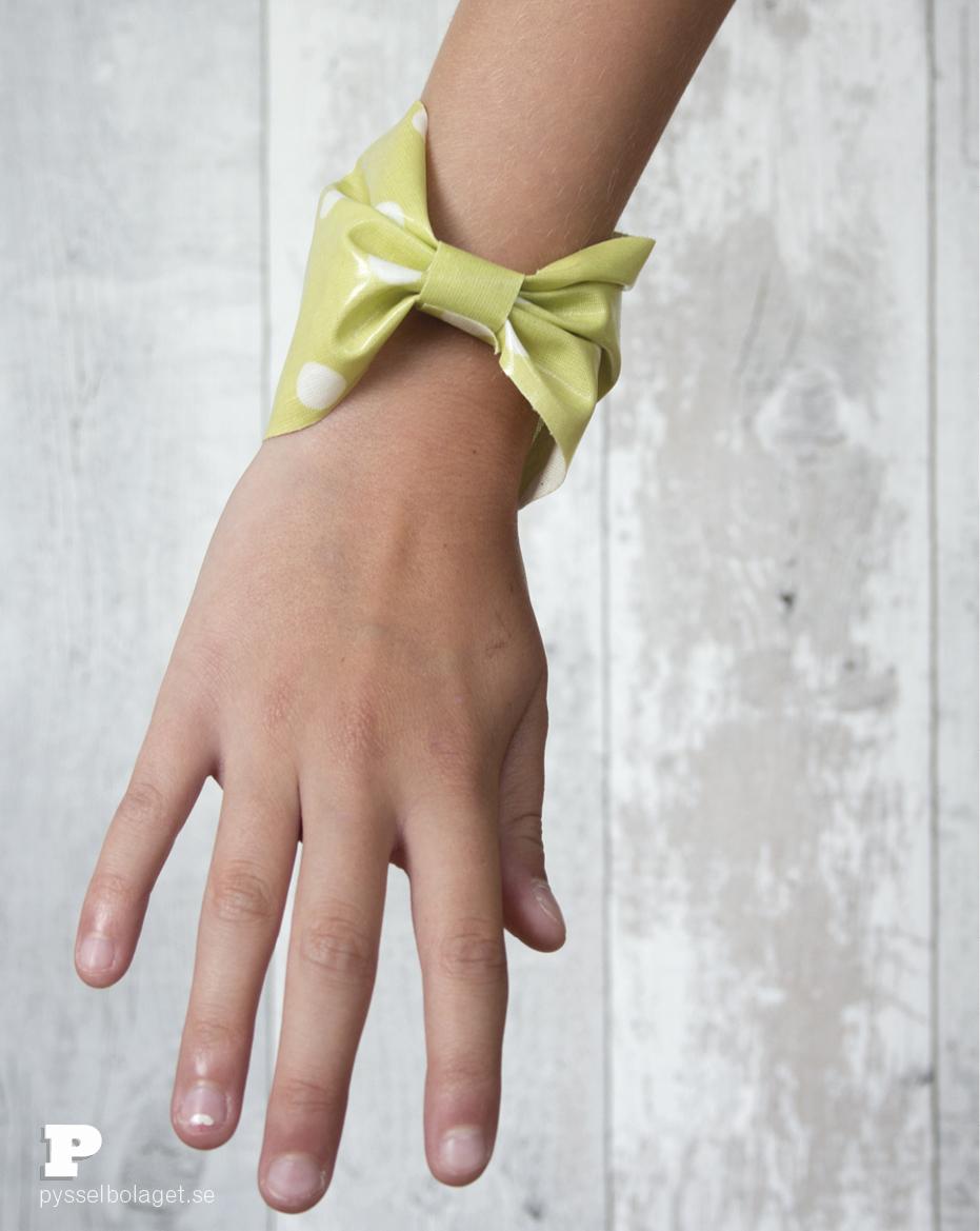 Oilcloth bracelets 9