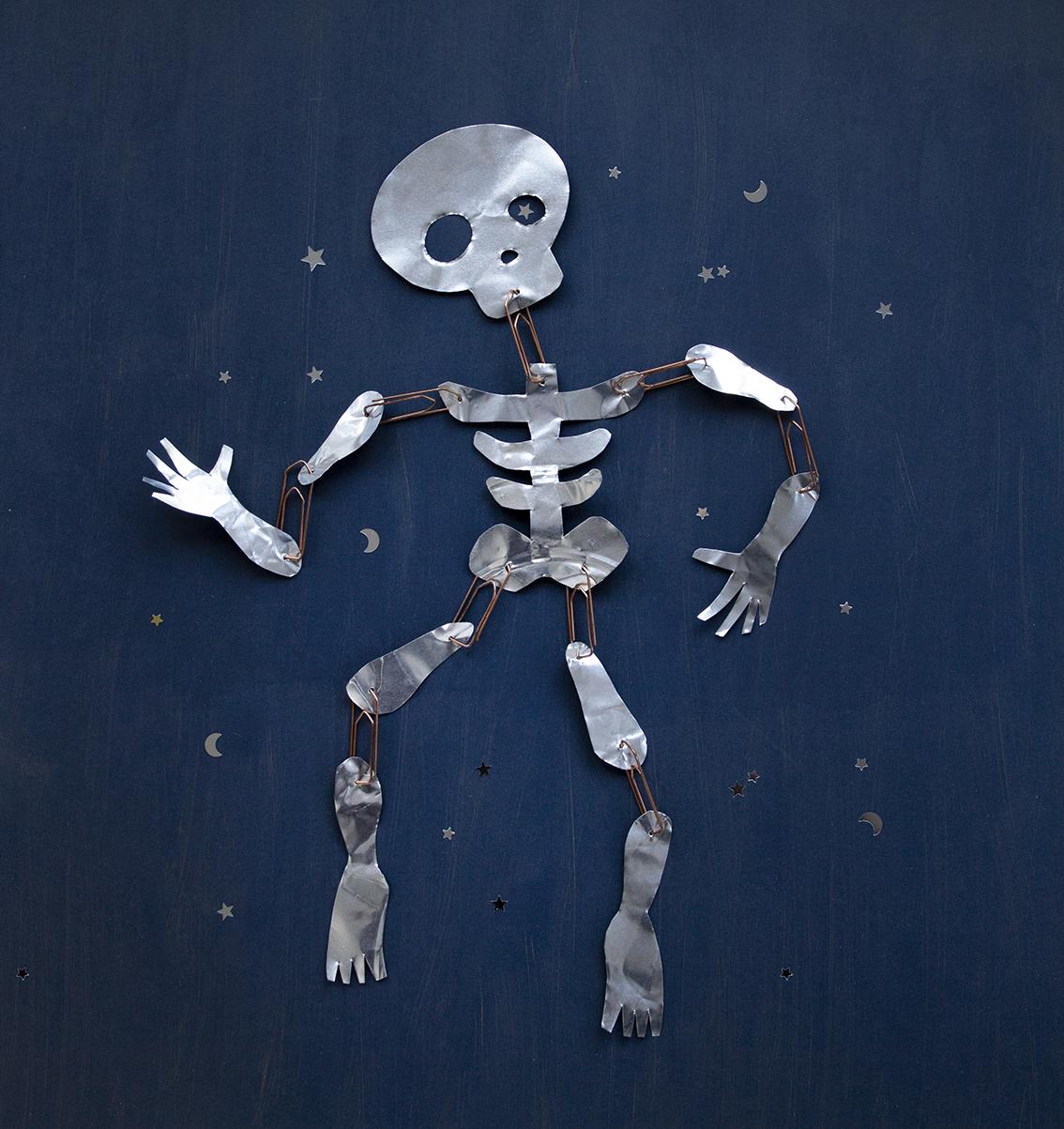 Pyssla Halloweenskelett av en aluminiumform
