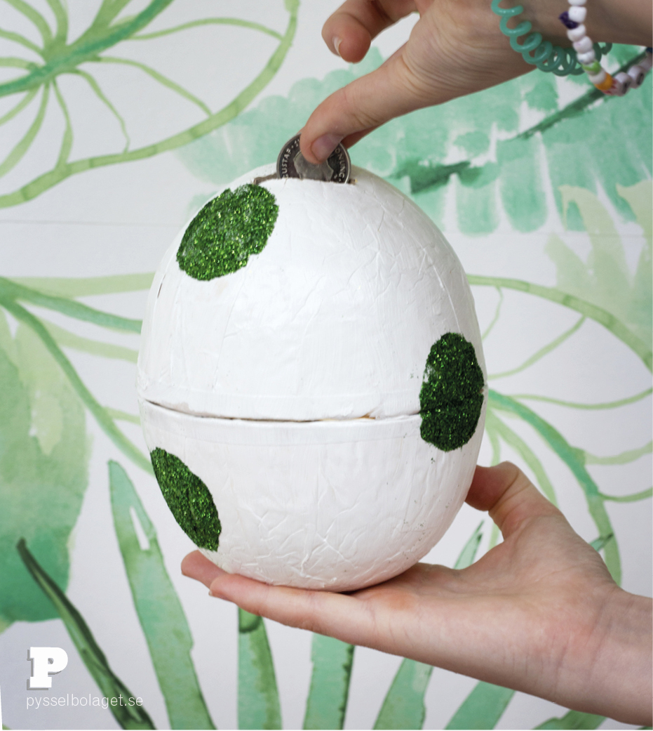 Dragon egg Money Bank by Pysselbolaget